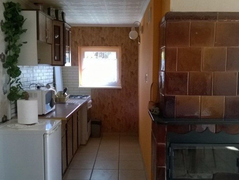 domek murowany kuchnia kominek