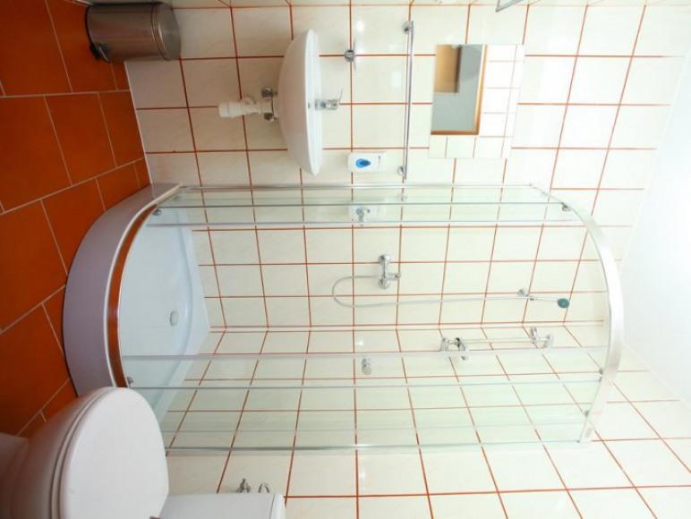 Pokoje z łazienkami.