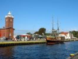Latarnia morska-wejście do portu. Rzeka Wieprza. Widoczny galeon wycieczkow