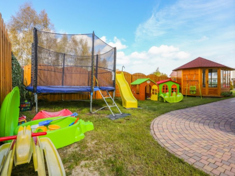 Plac zabaw i altana dla dzieci