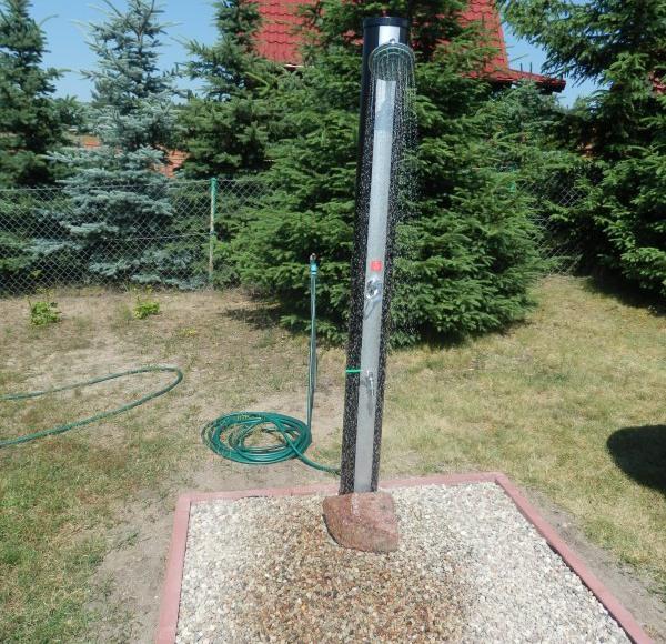 Prysznic solarny do schładzania się w upalne dni