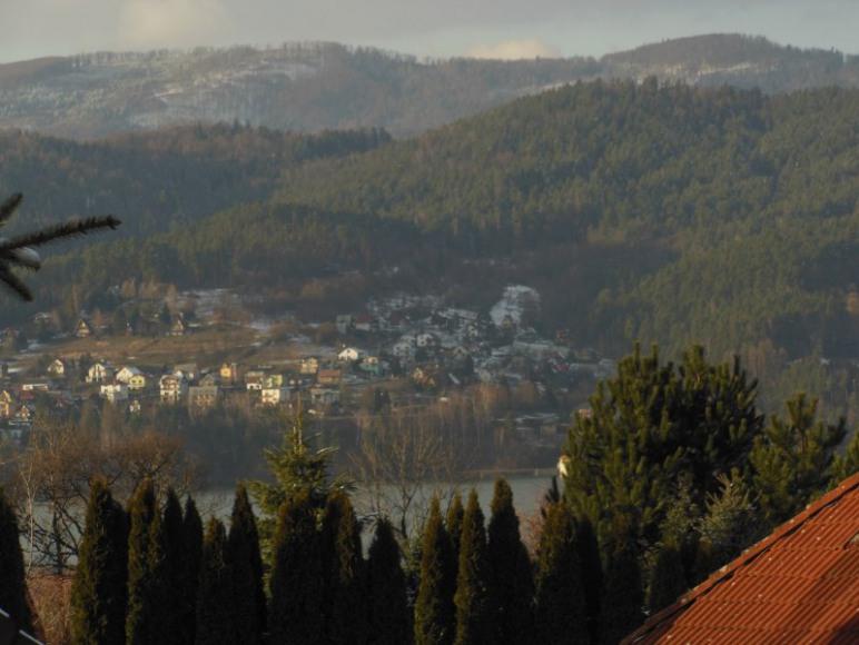 widok z balkonu na jezioro