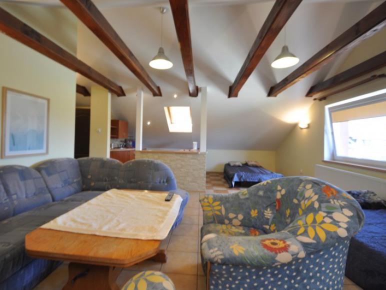 Apartament II piętro z łaz.
