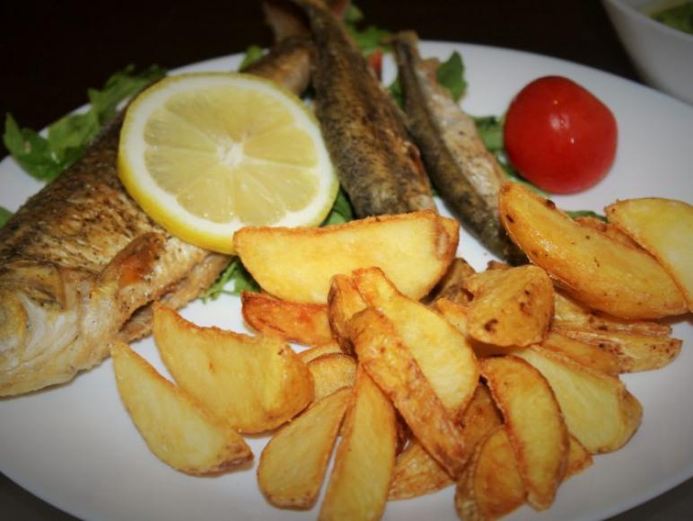Szeroki wybór ryb z patelni i grilla