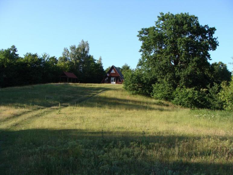 Widok na domek drewniany