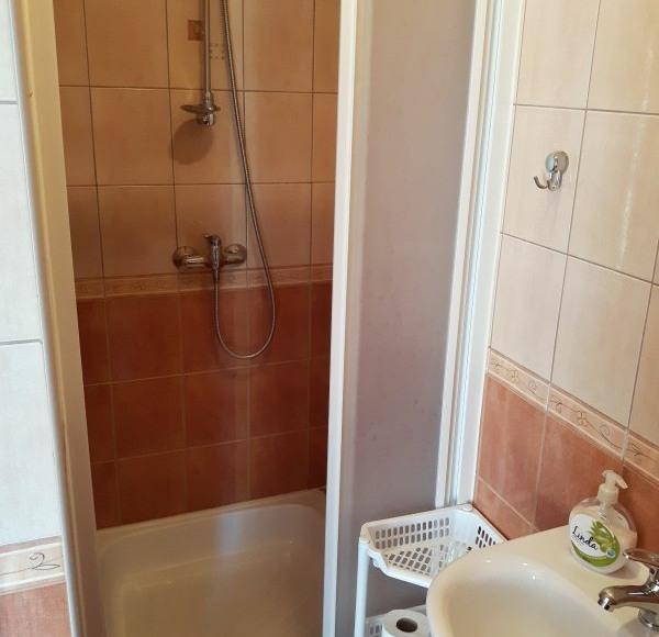 łazienka w pokoju 2-os.