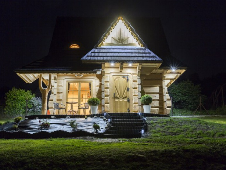 domek nocą