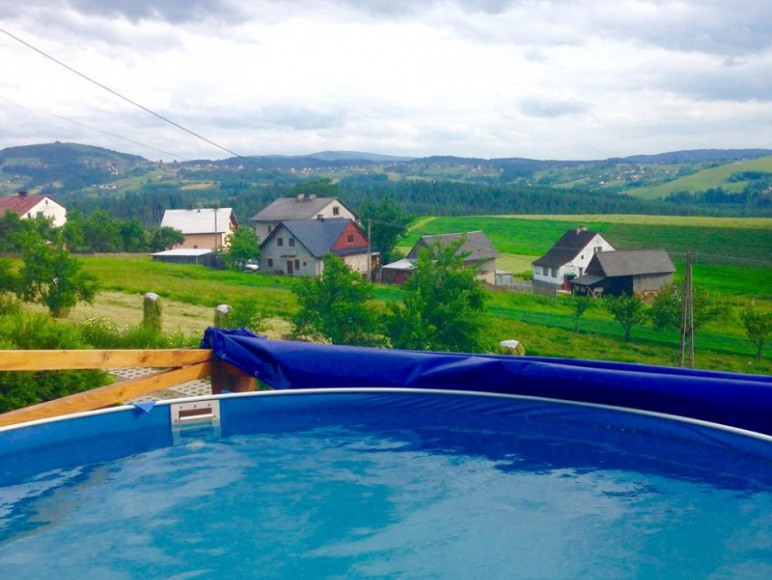 basen przed domem