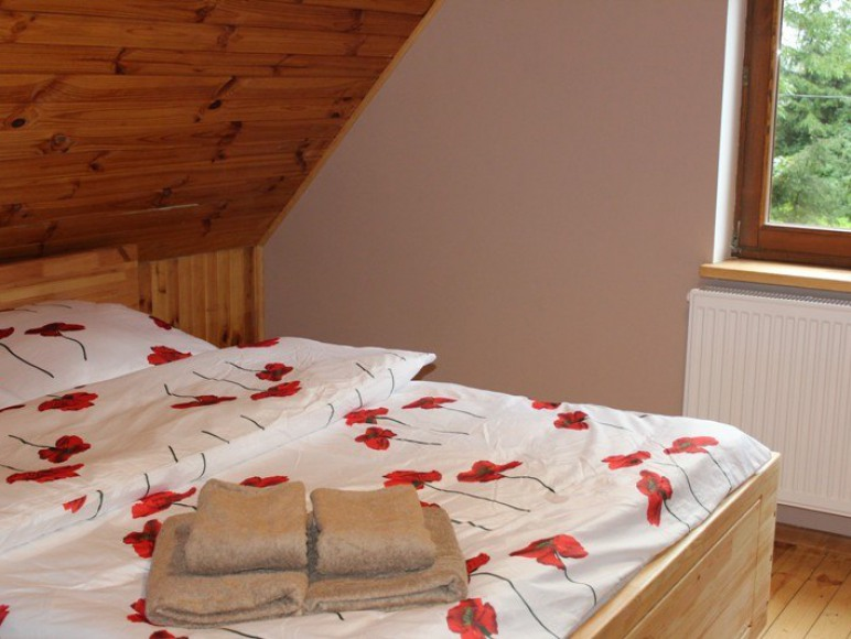 sypialnia na piętrze