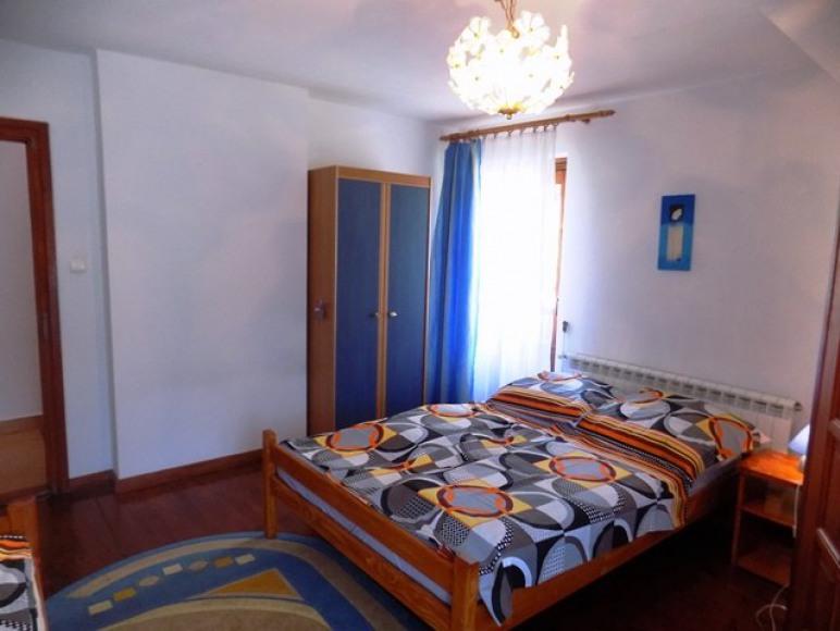 Pokój 3-osobowy z balkonem i łazienką.