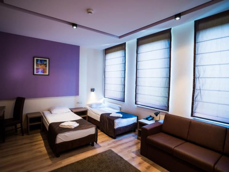 W każdym pokoju są dwa wygodne łóżka i rozkładana kanapa wypoczynkowa