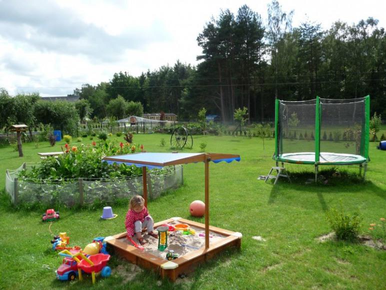 ogród z placem zabaw