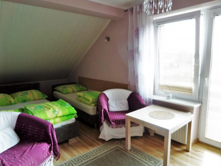 Pokój 3 osobowy z balkonem do wspólnej łazienki