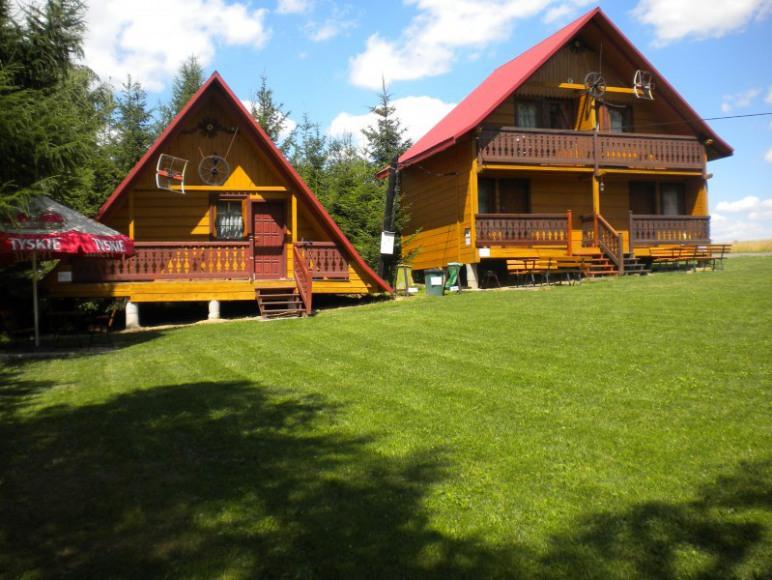 Od lewej domek 7 os. od prawej domek podzielony na dwie części po 5 osób