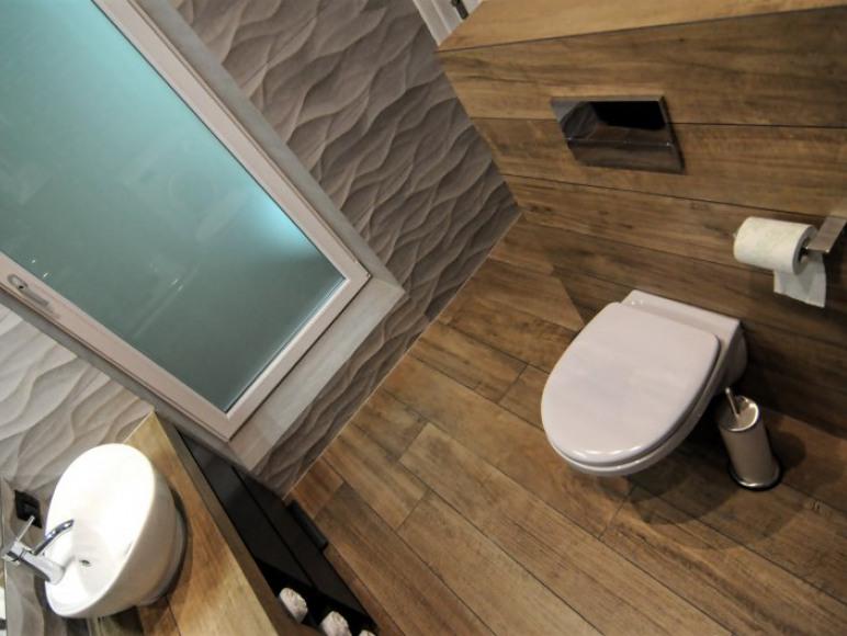 Łazienka widok od strony prysznica