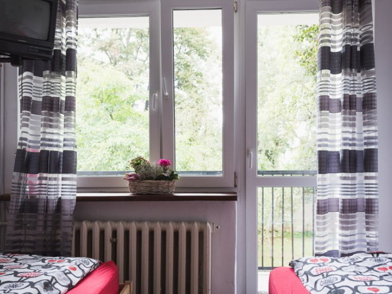 Pokój z 2 łóżkami pojedynczymi i balkonem