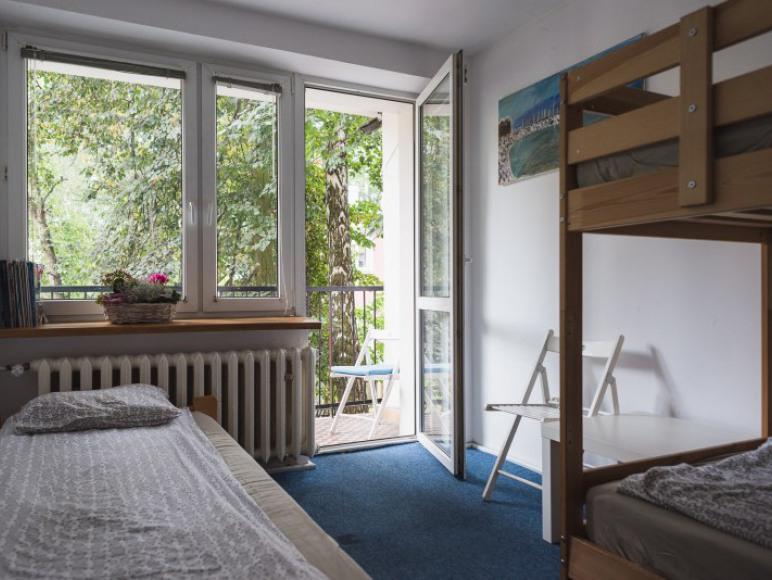Pokój wieloosobowy z 3 łóżkami i balkonem