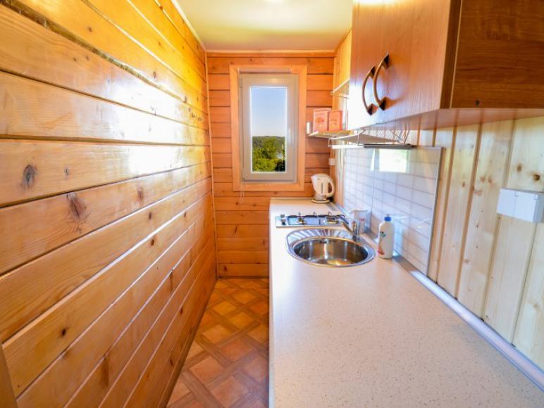 kuchnia w domkach Bieszczadzka Miejscówka Zawóz
