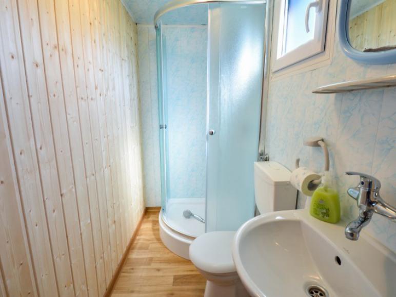 łazienka w domkach Bieszczadzka Miejscówka Zawóz Zawóz