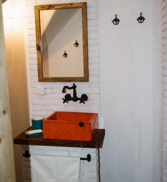 łazienka w izbie kurpiowskiej