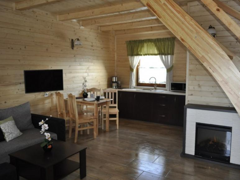 Pokój dzienny z aneksem w nowych domkach