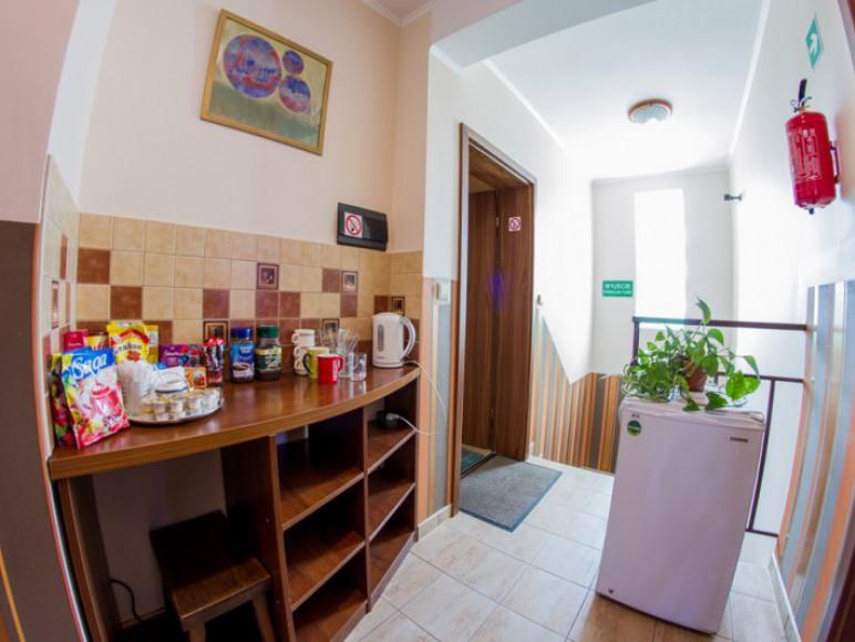 kącik kawowo-herbaciany z logówką na korytarzu 1 piętro