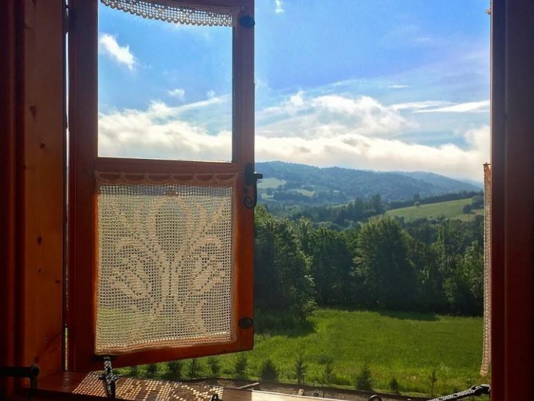 Chata w Bieszczadach - widoki z okien