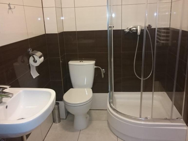 Łazienka w pokoju Al. Kard. Wyszyńskiego 3A