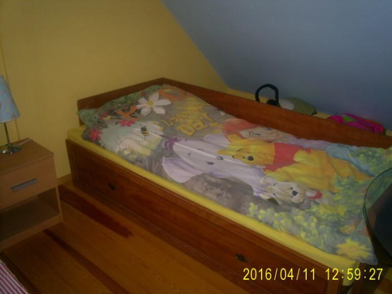 łóżko w pokoju bajkowym