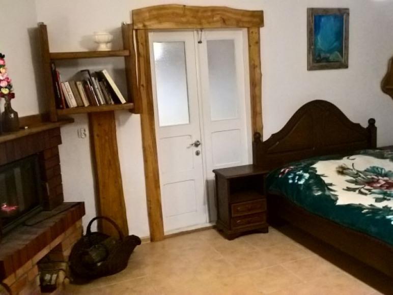 Pokój z kominkiem w Domku Babci