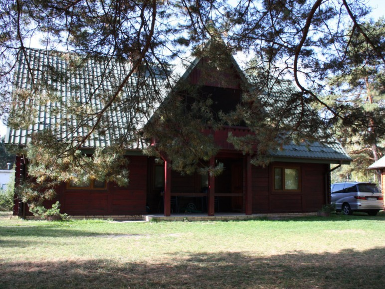 Widok na dom z działki