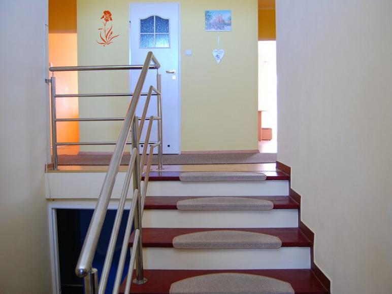 klatka schodowa wejście na piętro