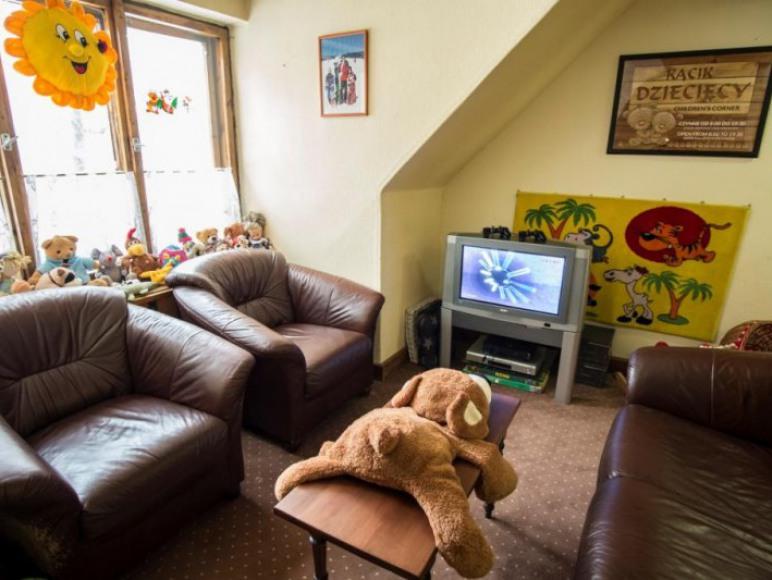 Willa Orla - kącik dla dzieci z PS 2 i kreskówkami na DVD