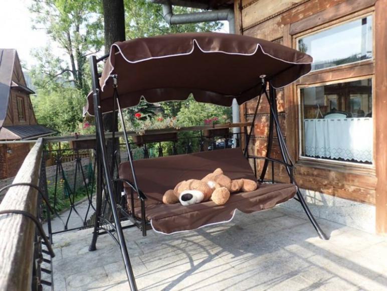 Willa Orla - Miś opalający się na słonecznym tarasie
