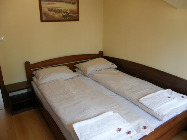 sypialnia ( łóżko małżeńskie )