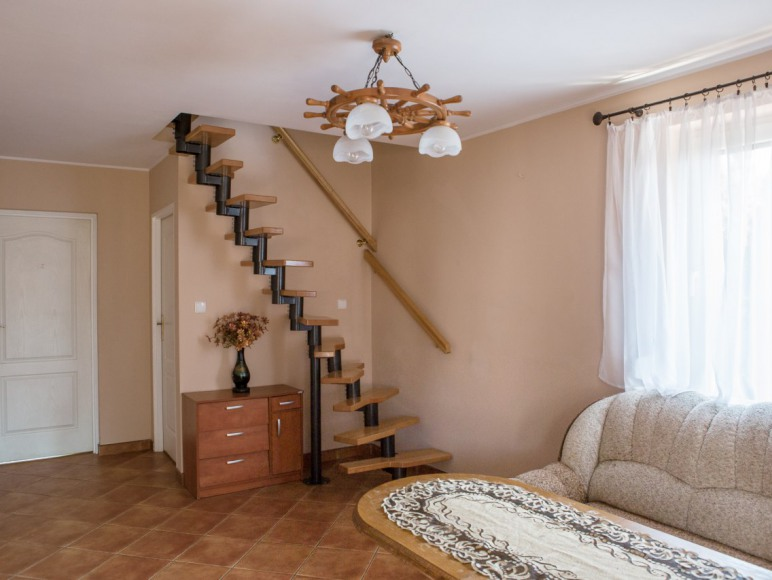 salon z klatką schodową
