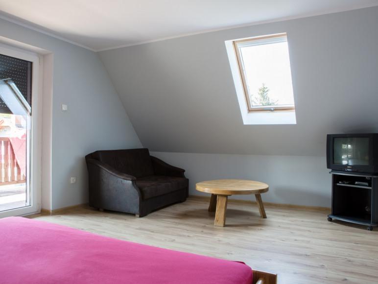 pokój nr 2 z wyjściem na taras piętro