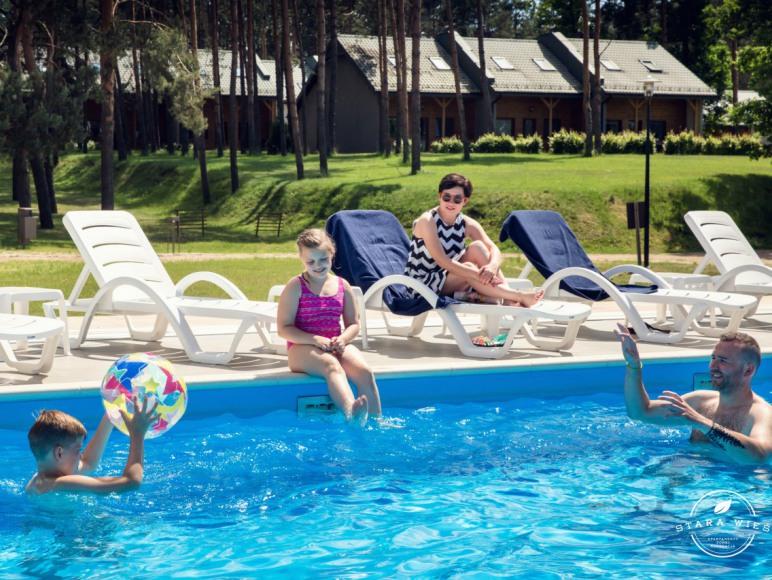 Basen z podgrzewaną wodą i możliwością zadaszenia - Resort Stara Wieś