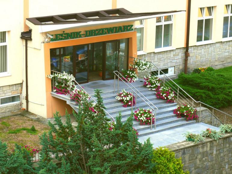 Wejście główne do Sanatorium Leśnik-Drzewiarz