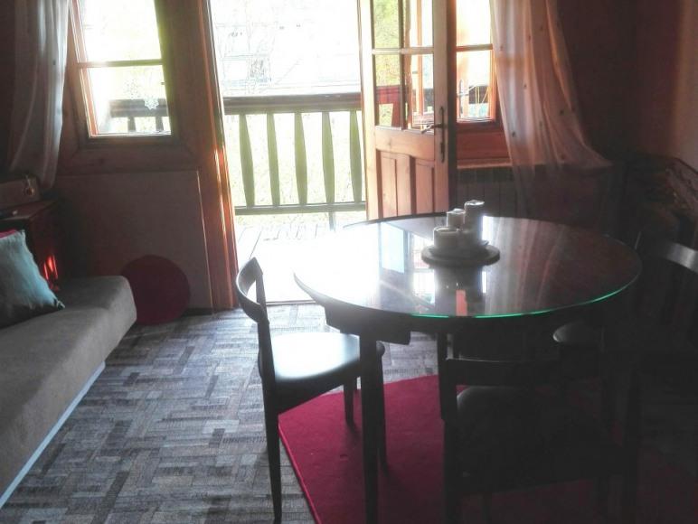 salon/jadalnia z balkonem