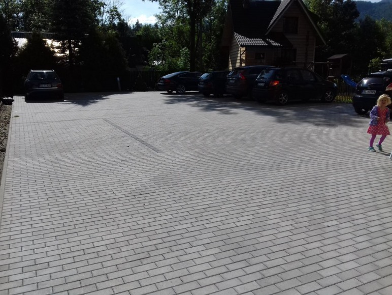 parking na którym zmieszczą się wszyscy goście
