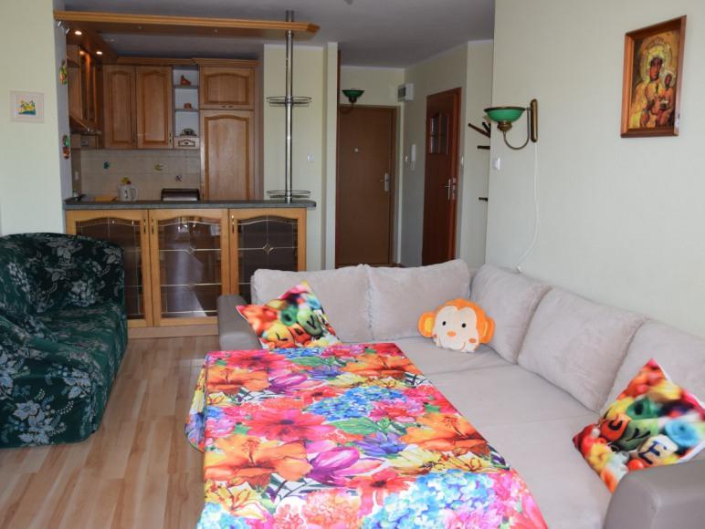 duży pokój z kuchnią
