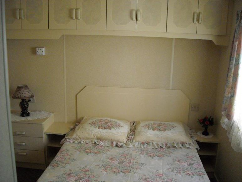 jedna z sypialni w domku