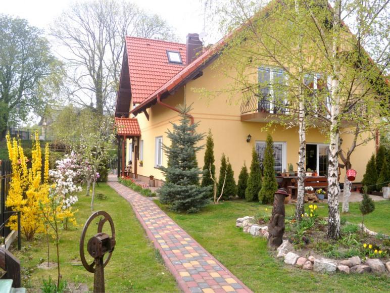 "Pokoje Gościnne i Apartamenty ""Morskie Oko"""
