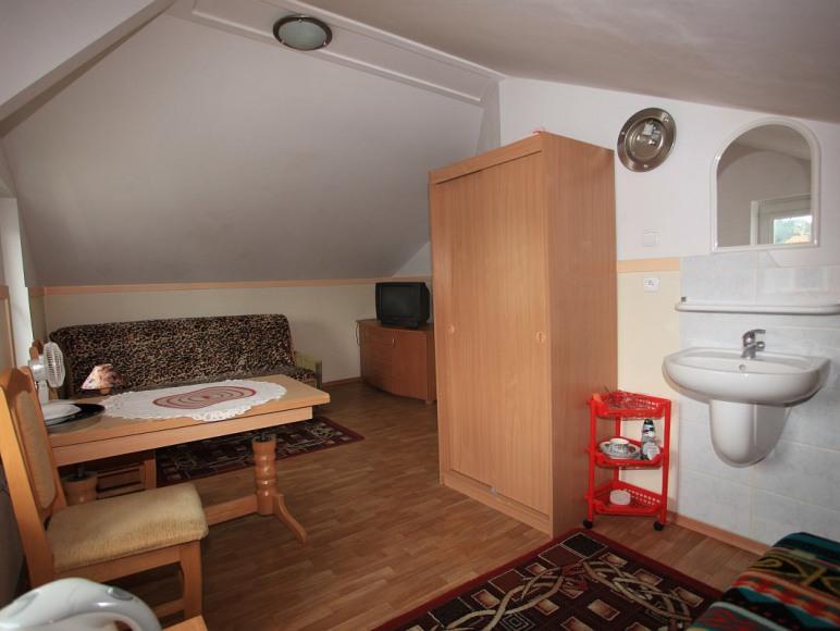 pokój 2-3 osobowy na poddaszu
