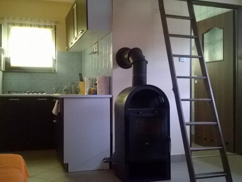 Aby było cieplej... Salonik z aneksem kuchennym - Domki Letniskowe