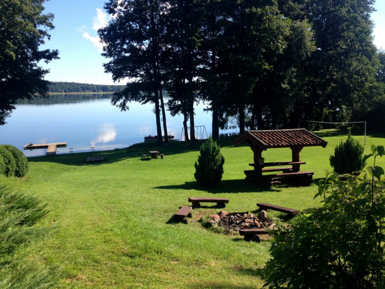 prywatna działka nad jeziorem