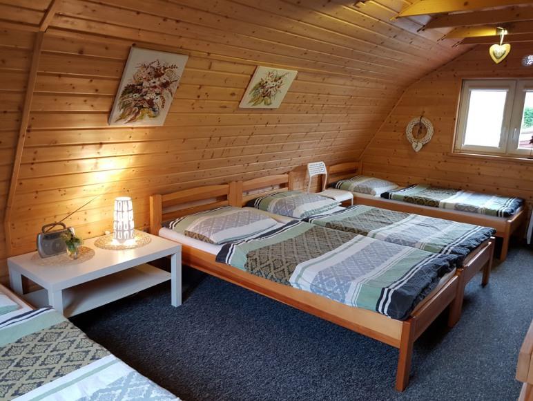 Brązowy domek - sypialnia.
