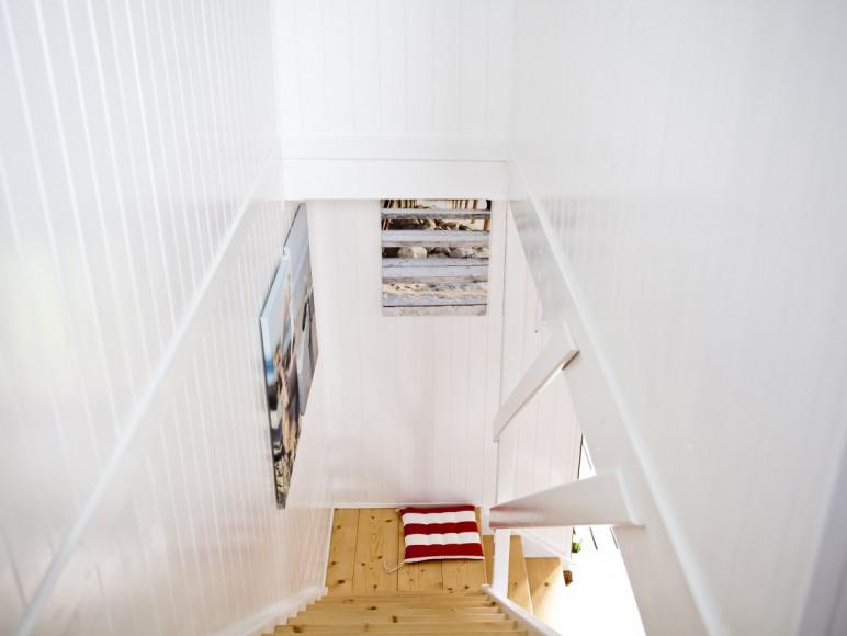 Schody na piętro, 2 pokoje