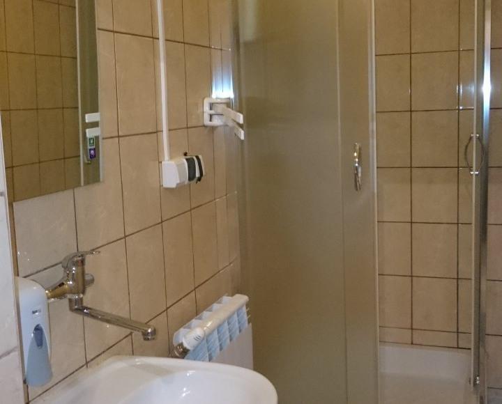 2 łazienka z prysznicem